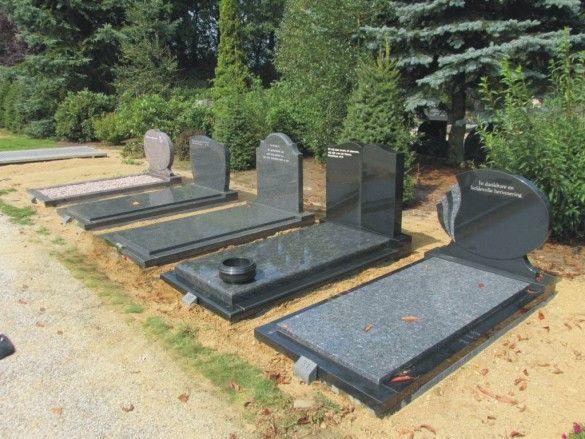 Grafmonumenten in opstelling op de begraafplaats