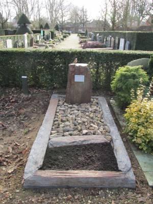 Grafsteen versteend hout