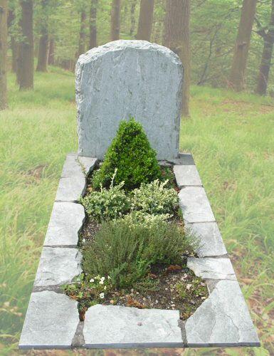 R6 – Grafsteen ruw, verde spluga