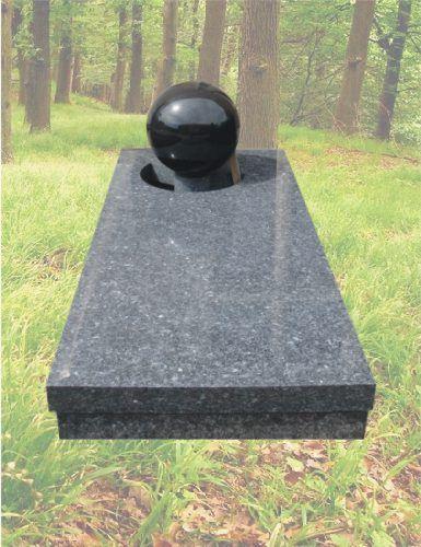 Grafzerk met bal van graniet – Z4