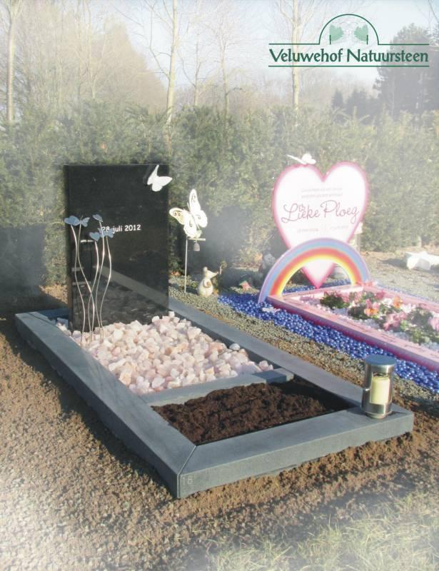 Kinder grafsteen vlinders en harten