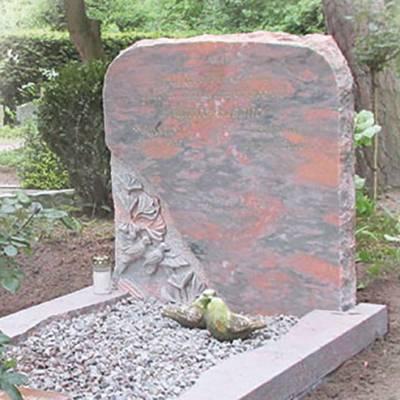 Bewerking jobben en hakken grafsteen
