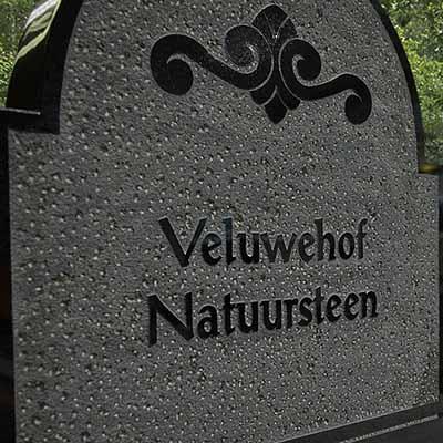 Bewerking prikken grafsteen